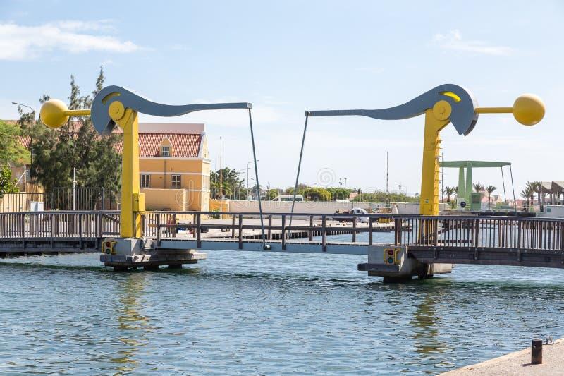 小吊桥在库拉索岛 免版税库存图片