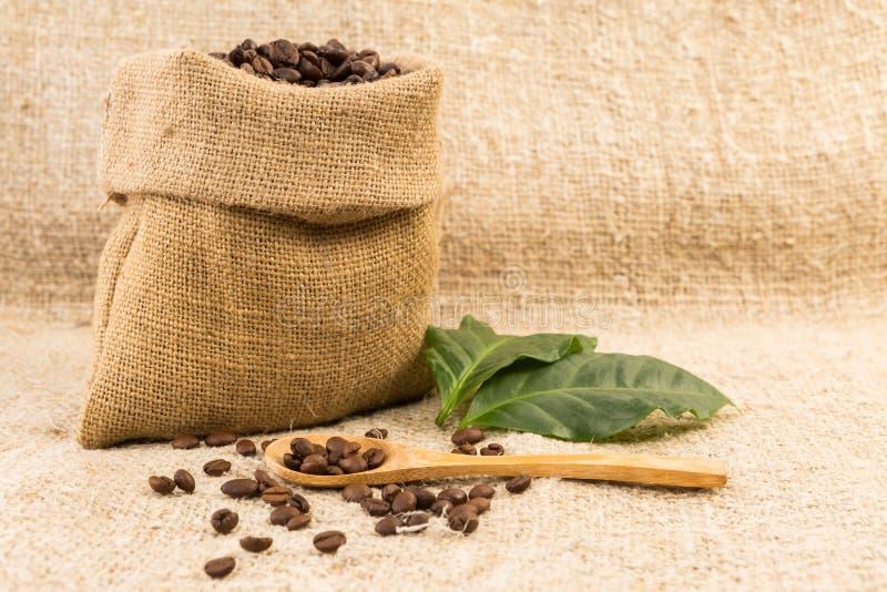 小咖啡大袋由黄麻制成 库存照片
