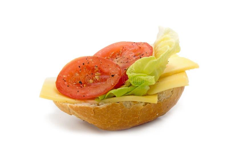 小圆面包用在白色和蕃茄隔绝的乳酪、沙拉 库存图片