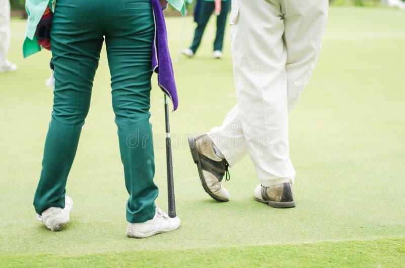 小型运车和高尔夫球运动员 免版税库存图片