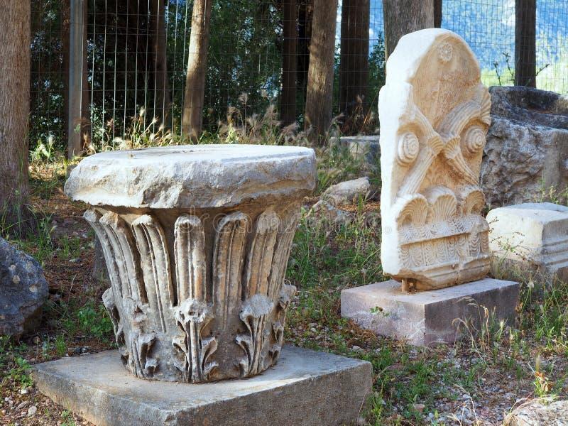 小大理石哥林斯人柱头,特尔斐,希腊 免版税库存照片