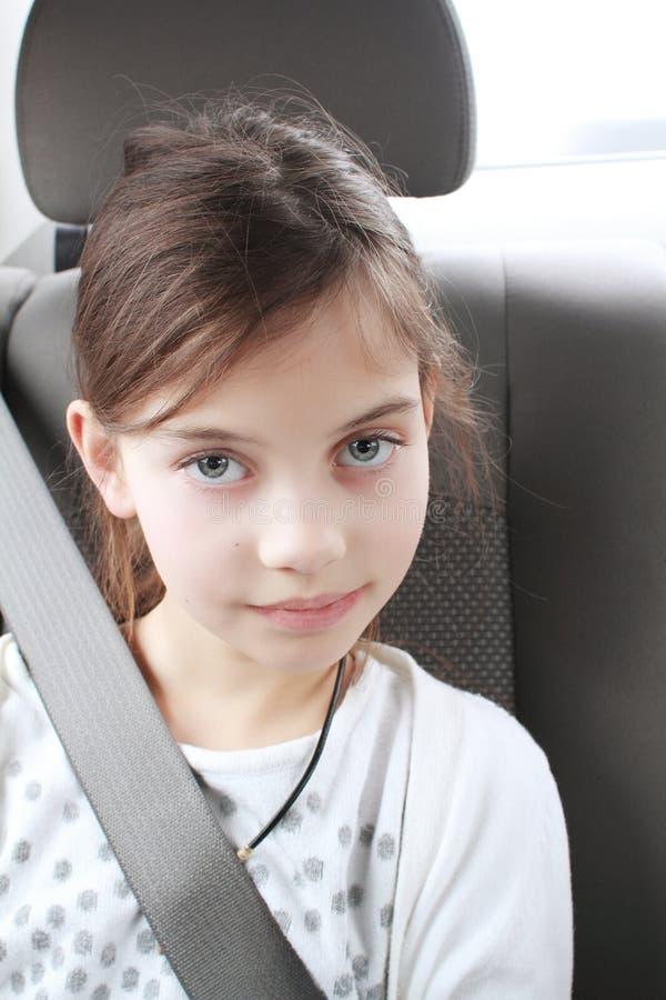 小女孩佩带的汽车座位 库存图片