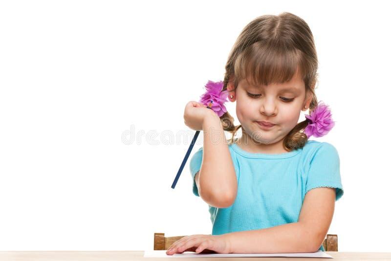 小女孩写在服务台 库存图片