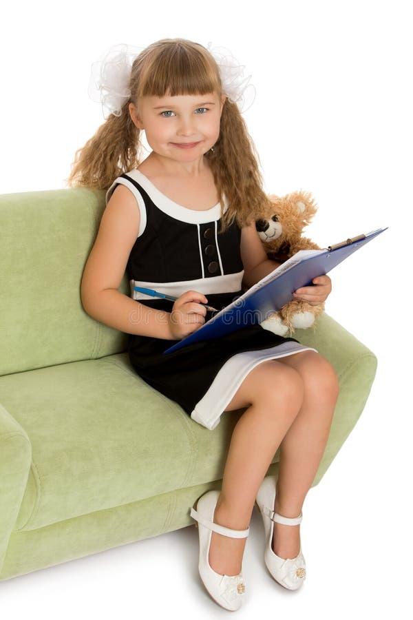 小女孩写道 免版税库存图片