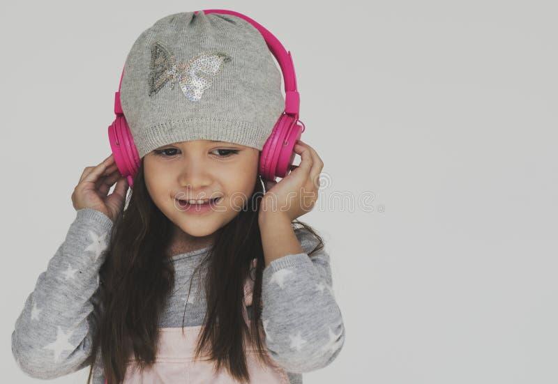 小女孩听的音乐耳机概念 库存照片
