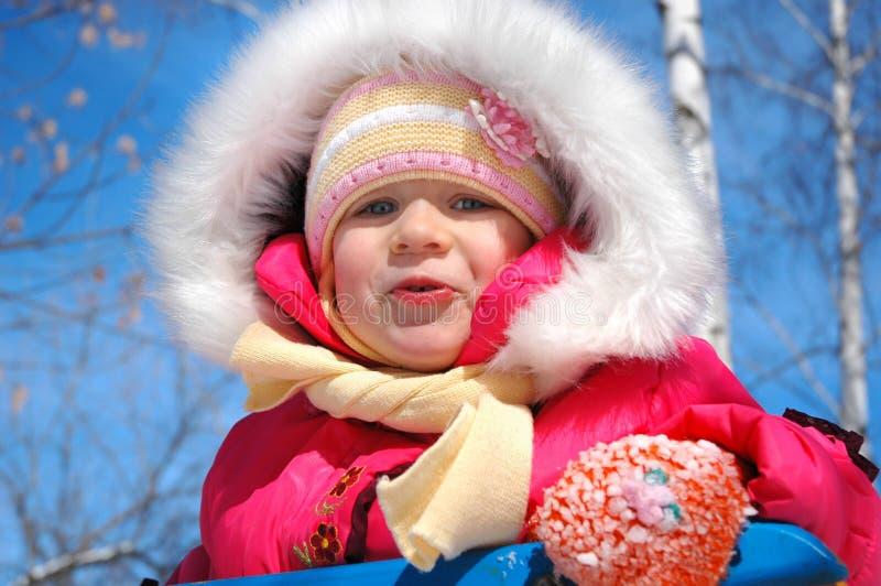 小女孩在公园 免版税库存图片
