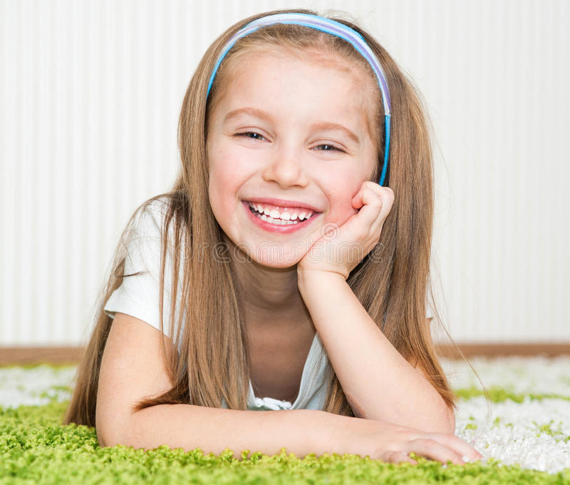 小女孩在家 图库摄影