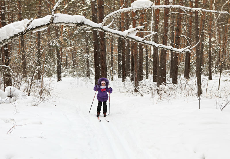 小女孩滑雪 库存图片