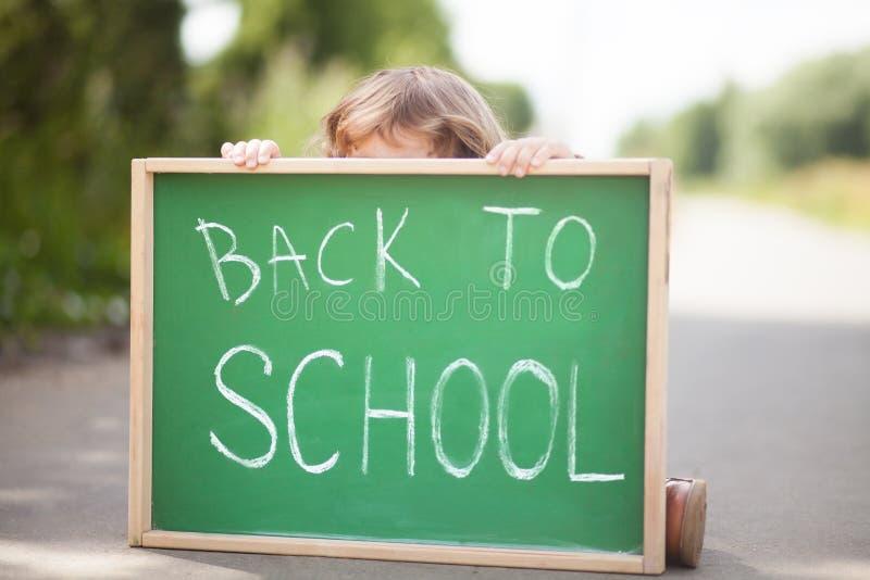 小女孩害怕和不快乐回到学校 图库摄影
