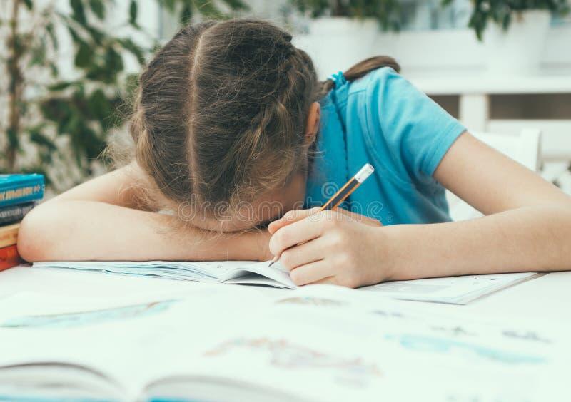 小女孩是哀伤的 免版税库存照片