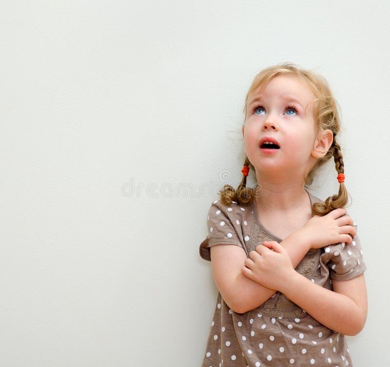 小女孩纵向  库存照片