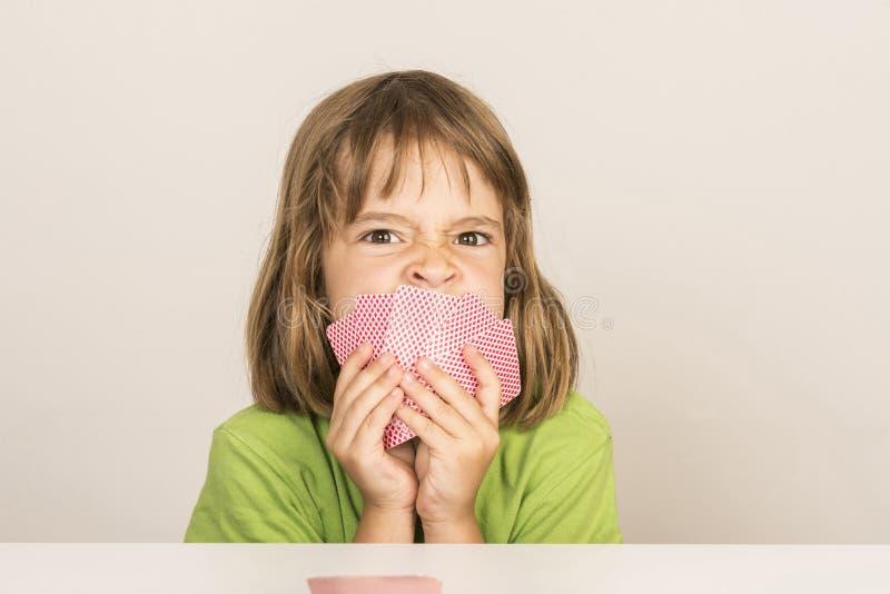 小女孩纸牌 免版税库存图片