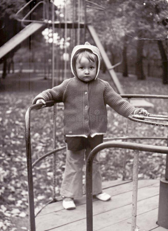 小女孩葡萄酒照片 库存照片