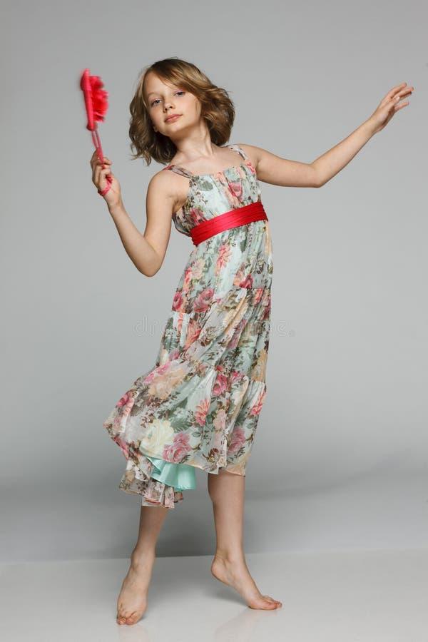 小女孩跳舞在演播室 图库摄影