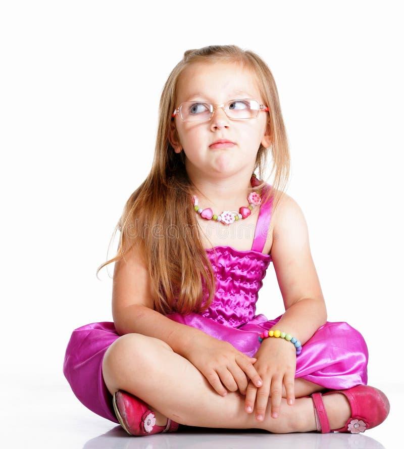 小女孩玻璃坐被隔绝的地板 免版税库存照片