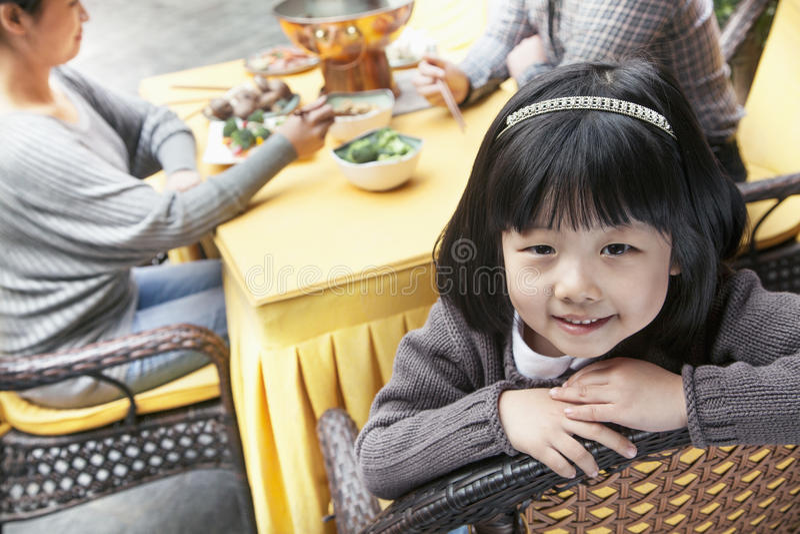 小女孩画象家庭膳食的 库存图片