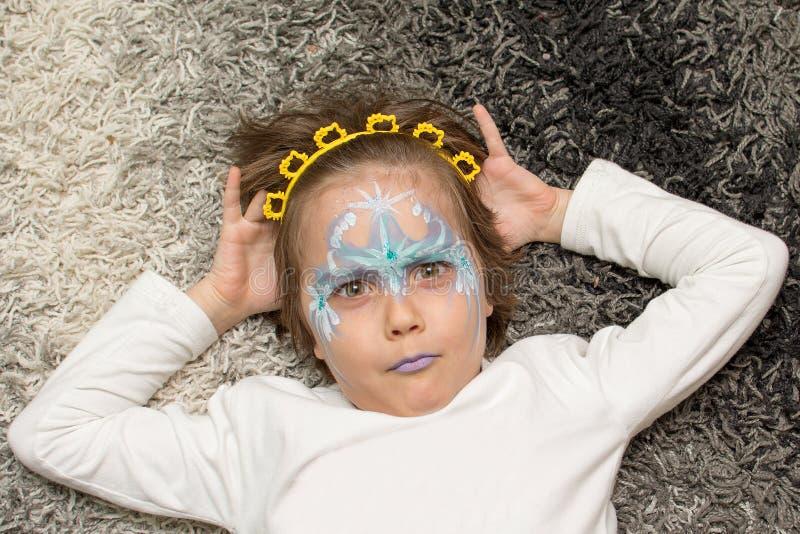 小女孩画象有面孔绘画的 库存图片