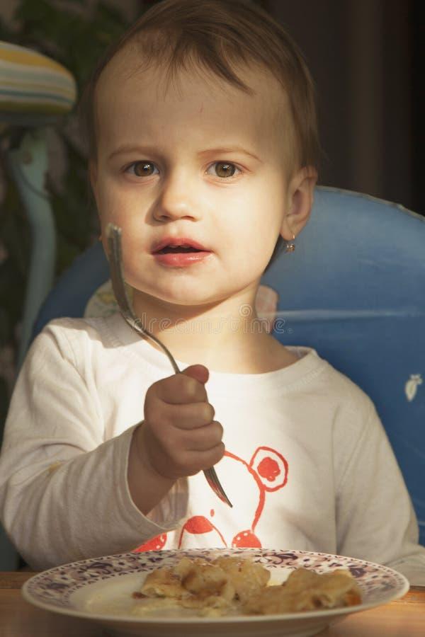 小女婴饿 免版税库存照片