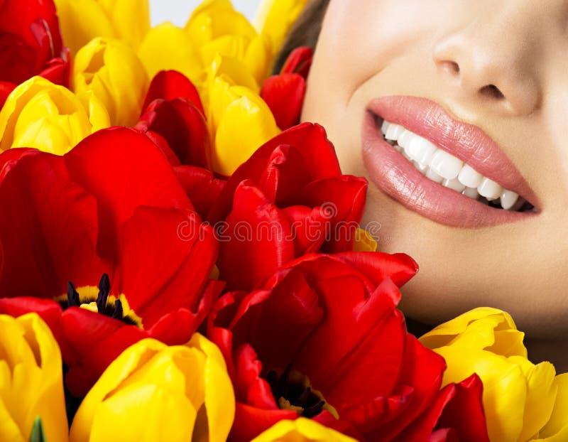 小姐的健康牙美好的微笑  免版税库存图片