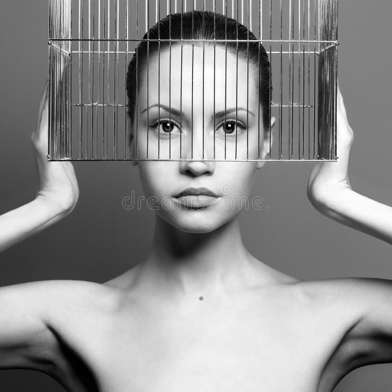 小姐超现实主义的画象有笼子的 免版税库存照片