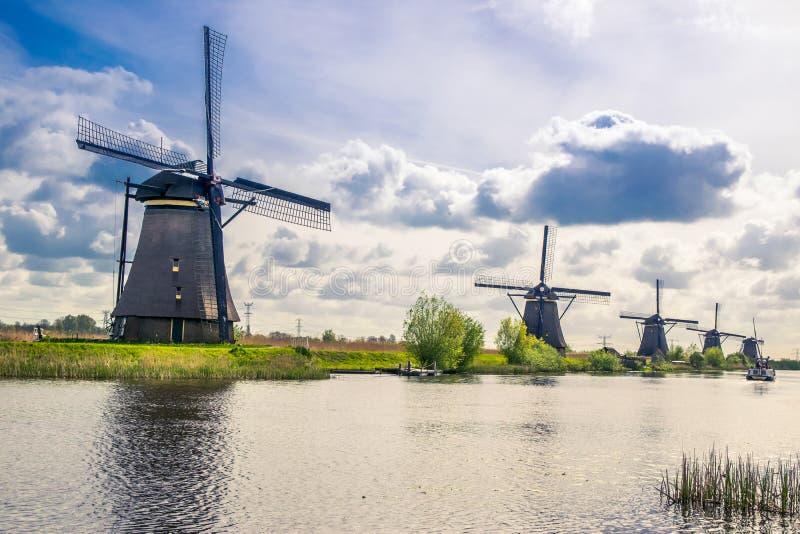 小孩堤防看法,有荷兰风车的一个公园 库存照片
