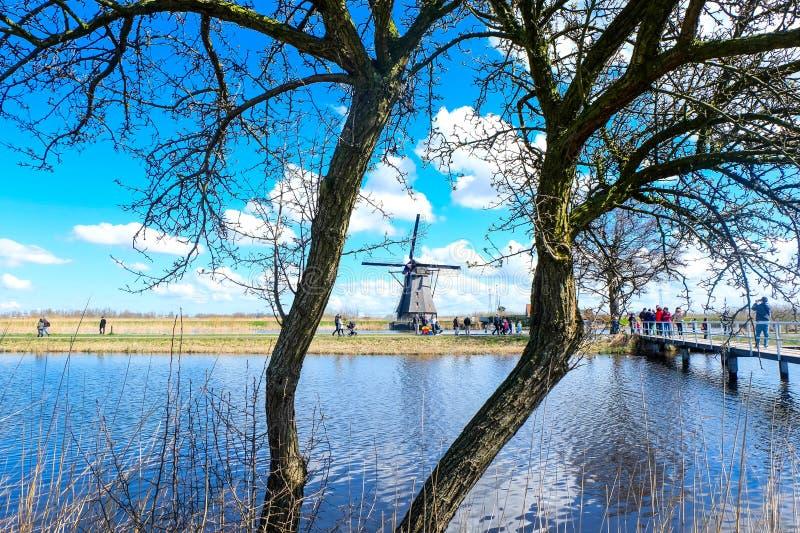 小孩堤防-荷兰的磨房 库存照片