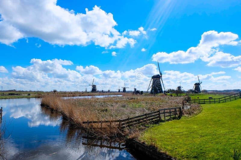 小孩堤防-荷兰的磨房 免版税库存照片