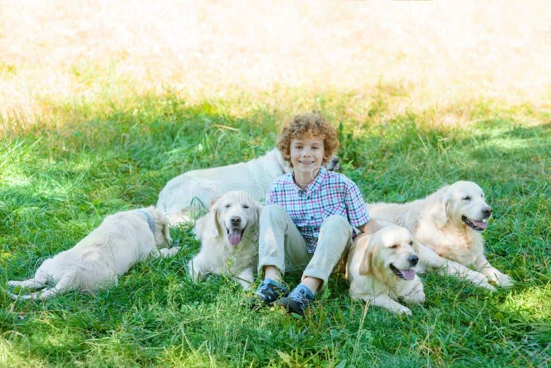 小孩的最好的朋友 免版税库存图片