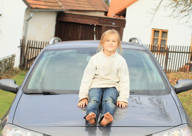 小孩-汽车敞篷的女孩  图库摄影
