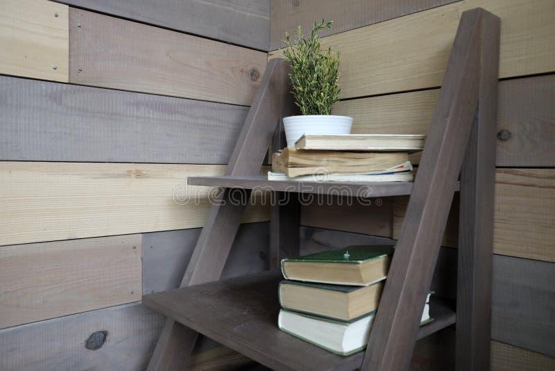 小家具有书的 免版税图库摄影