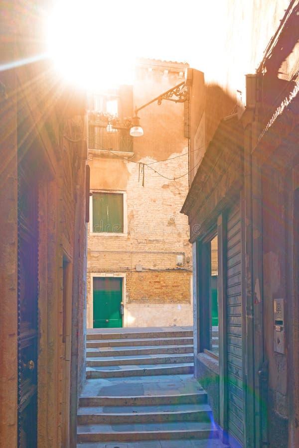 小小巷在威尼斯 免版税库存图片