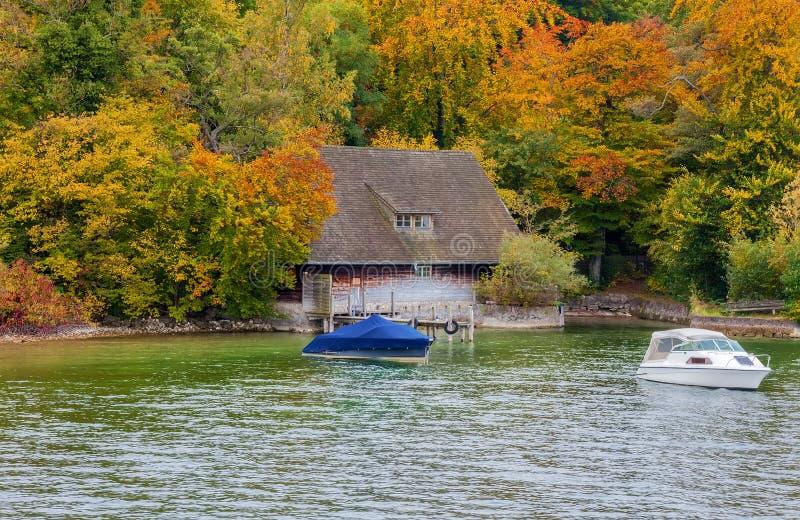 小屋在秋天 免版税库存照片