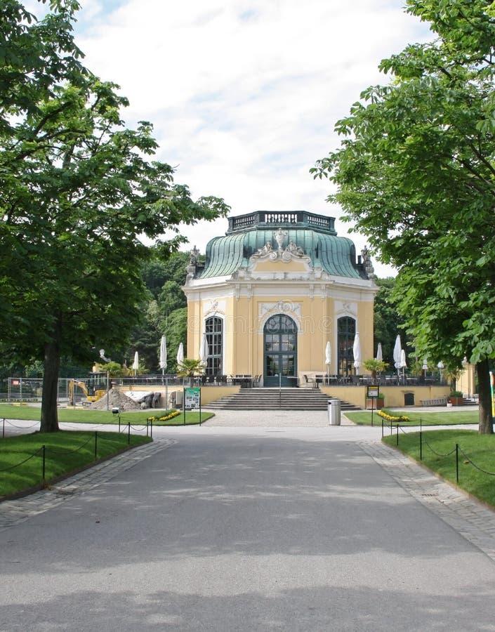 小屋在Schonbrunn动物园里 免版税库存图片