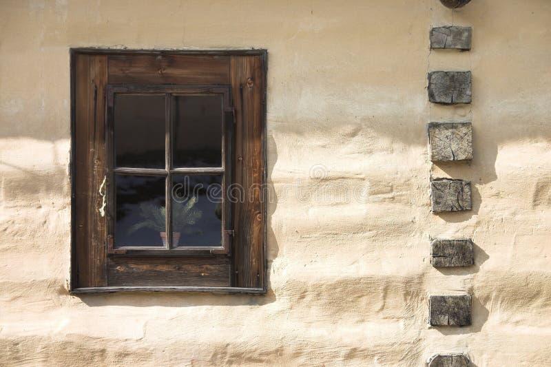 小屋视窗 免版税库存照片