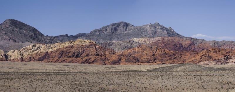 小山全景在红色岩石峡谷,内华达的 免版税库存照片