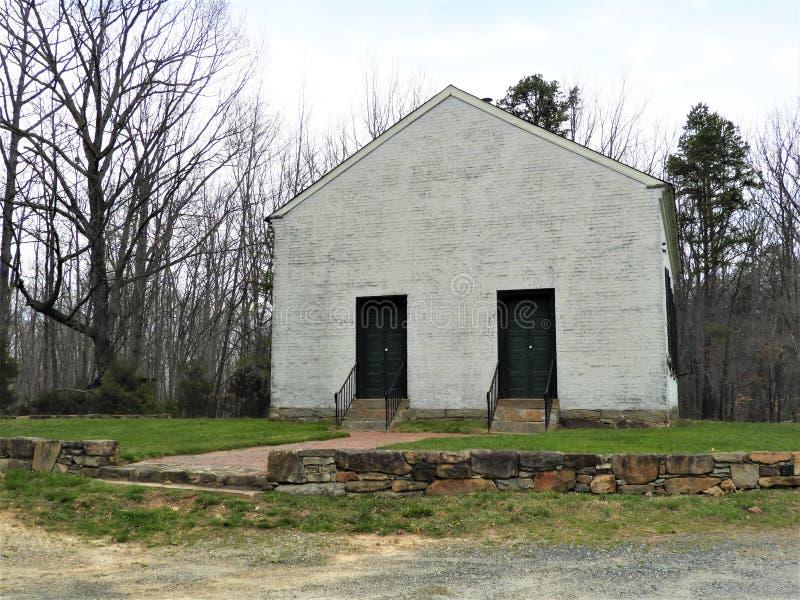 小山的老落寞教会在宾夕法尼亚西部 免版税库存照片