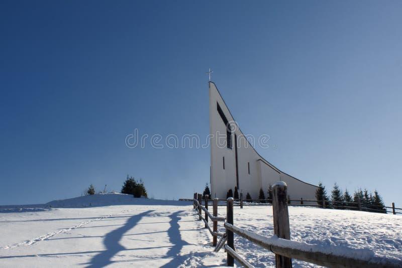 小山的连斗帽女大衣修道院在Raticov在Detva斯洛伐克 图库摄影