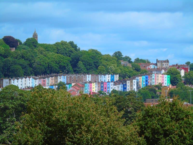 小山的,布里斯托尔,英国五颜六色的议院 免版税图库摄影