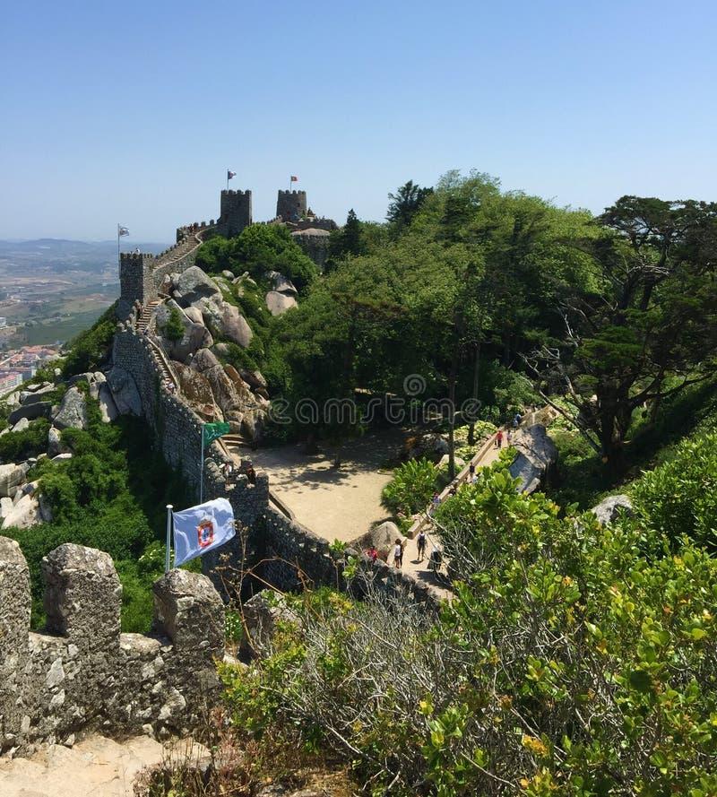 小山顶摩尔人堡垒有海视图 免版税库存照片