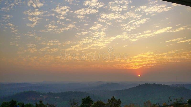 小山顶日落 图库摄影