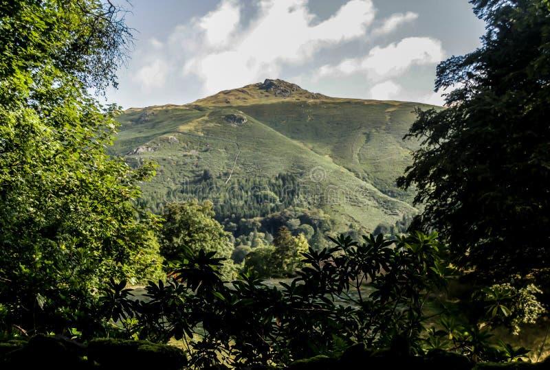 小山顶面山顶在阳光下 免版税图库摄影