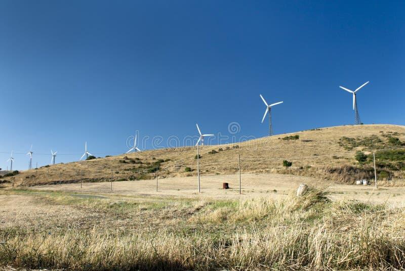 Download 小山风车 库存图片. 图片 包括有 国家(地区), 环境, 生成器, 意大利, 小山, 涡轮, 本质, 没人 - 15698753