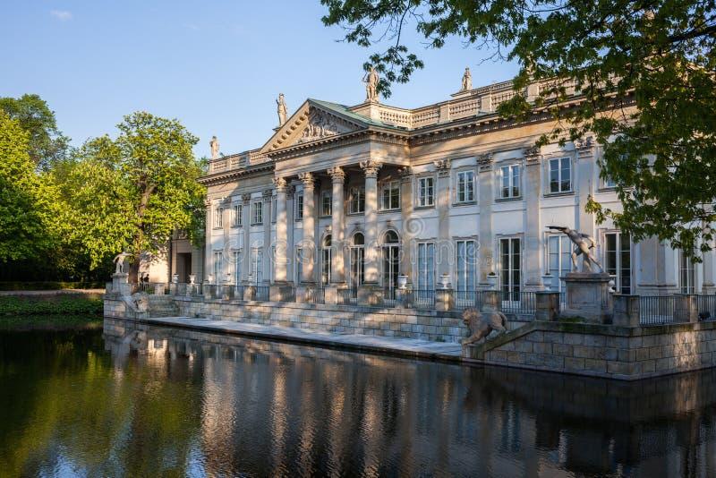 小岛的宫殿在Lazienki公园在华沙 免版税库存图片