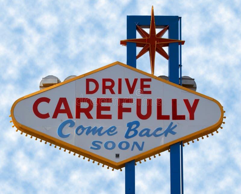小心驱动las符号主街上维加斯 免版税库存图片
