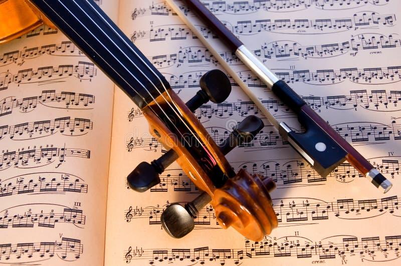 小提琴、弓&音乐 库存照片