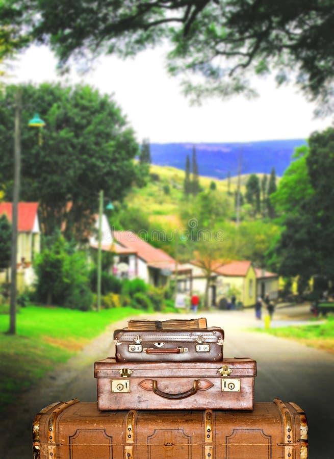 小提箱城镇旅行 库存照片