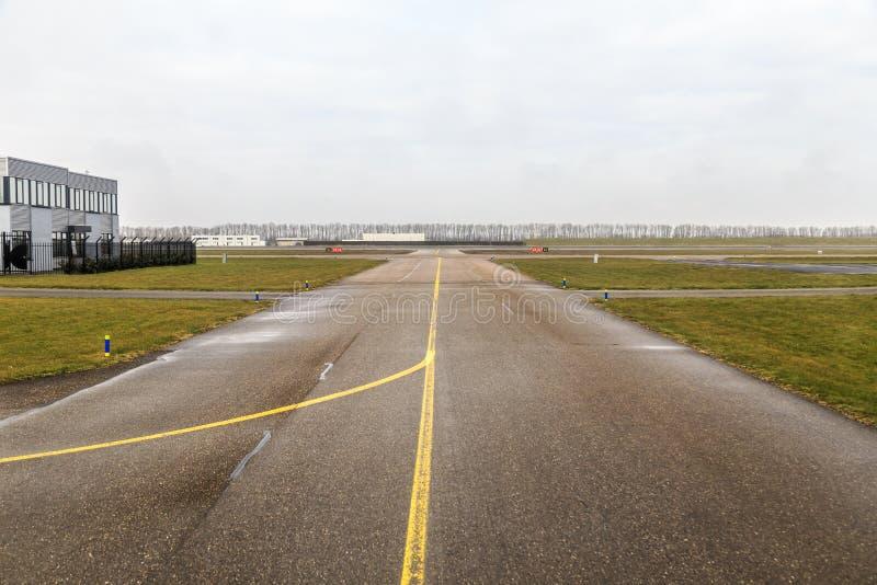 小机场滑行道 免版税图库摄影