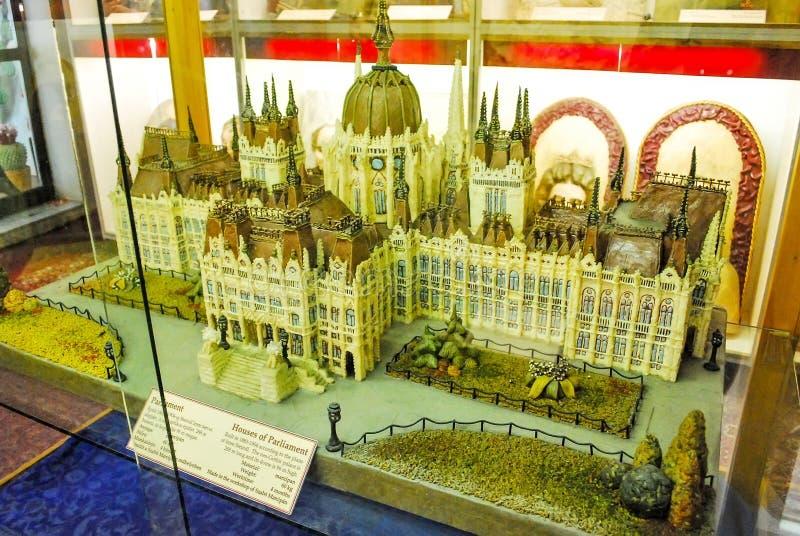小杏仁饼博物馆在Sant Andreu在匈牙利 匈牙利的议会大厦由巧克力制成 免版税库存图片