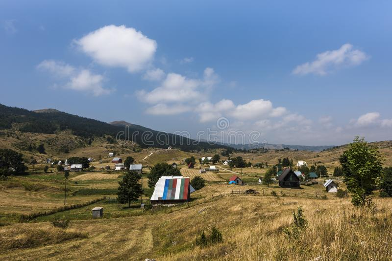 小村庄在杜米托尔国家公园国立公园,Monenegro 图库摄影