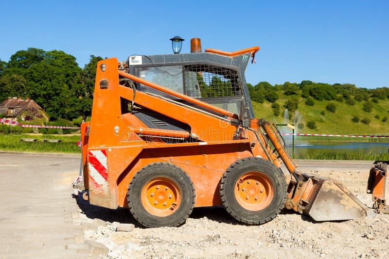 小橙色挖掘机 库存照片